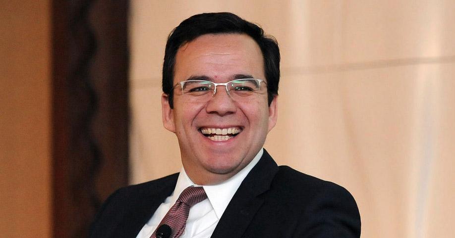 luis-felipe-cespedes-ministro-economia2015