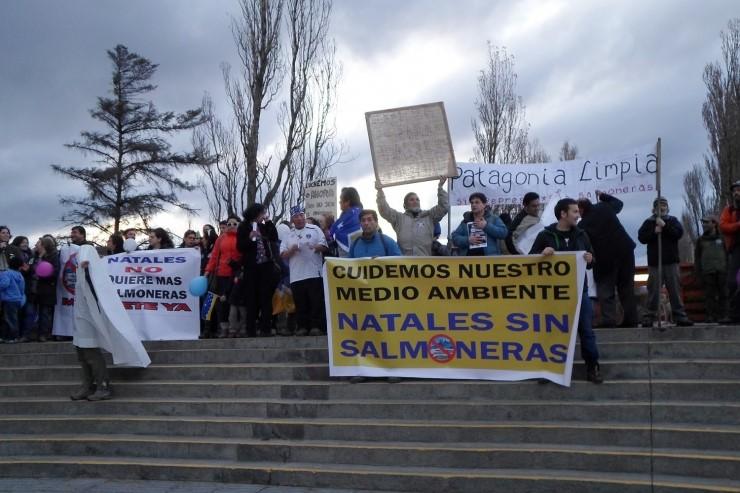 Primera-Marcha-Puerto-Natales-Sin-Salmoneras-Magallanes-Junio-2016-1